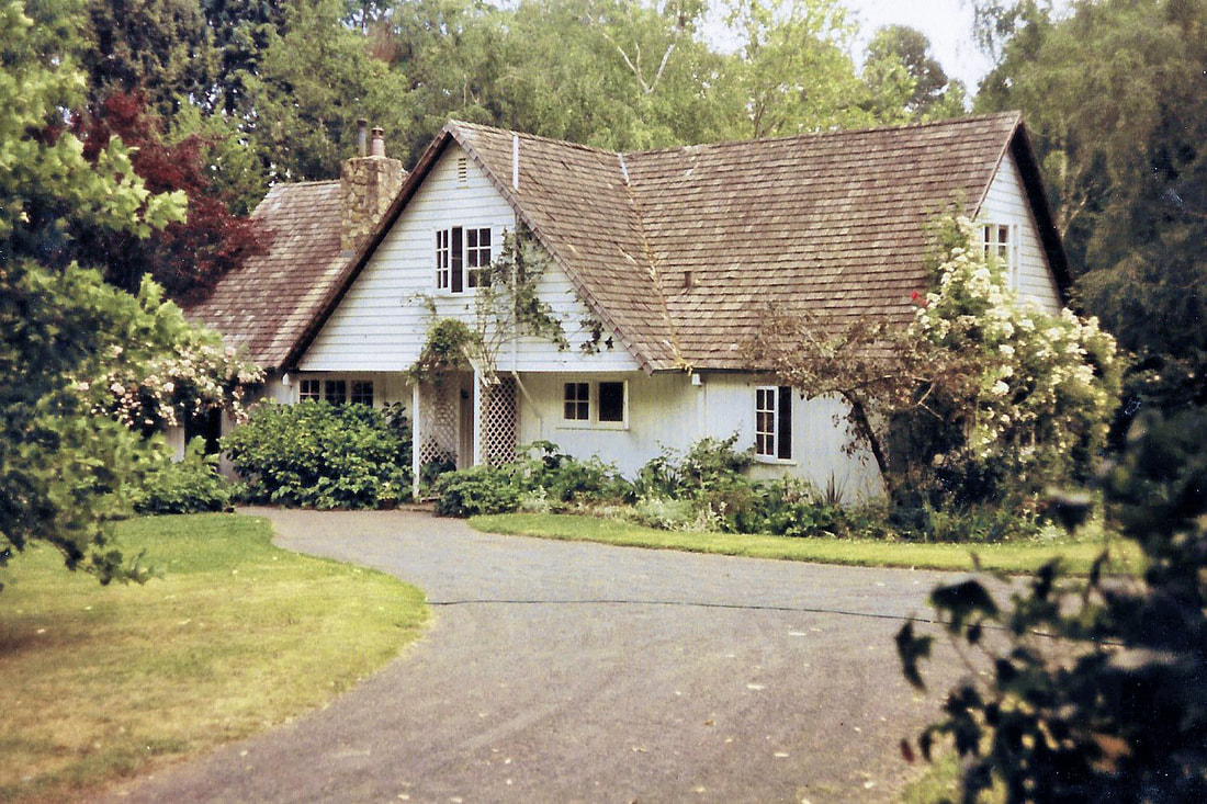 Bickleigh Vale, Lynton Lee with shingle roof, 1981